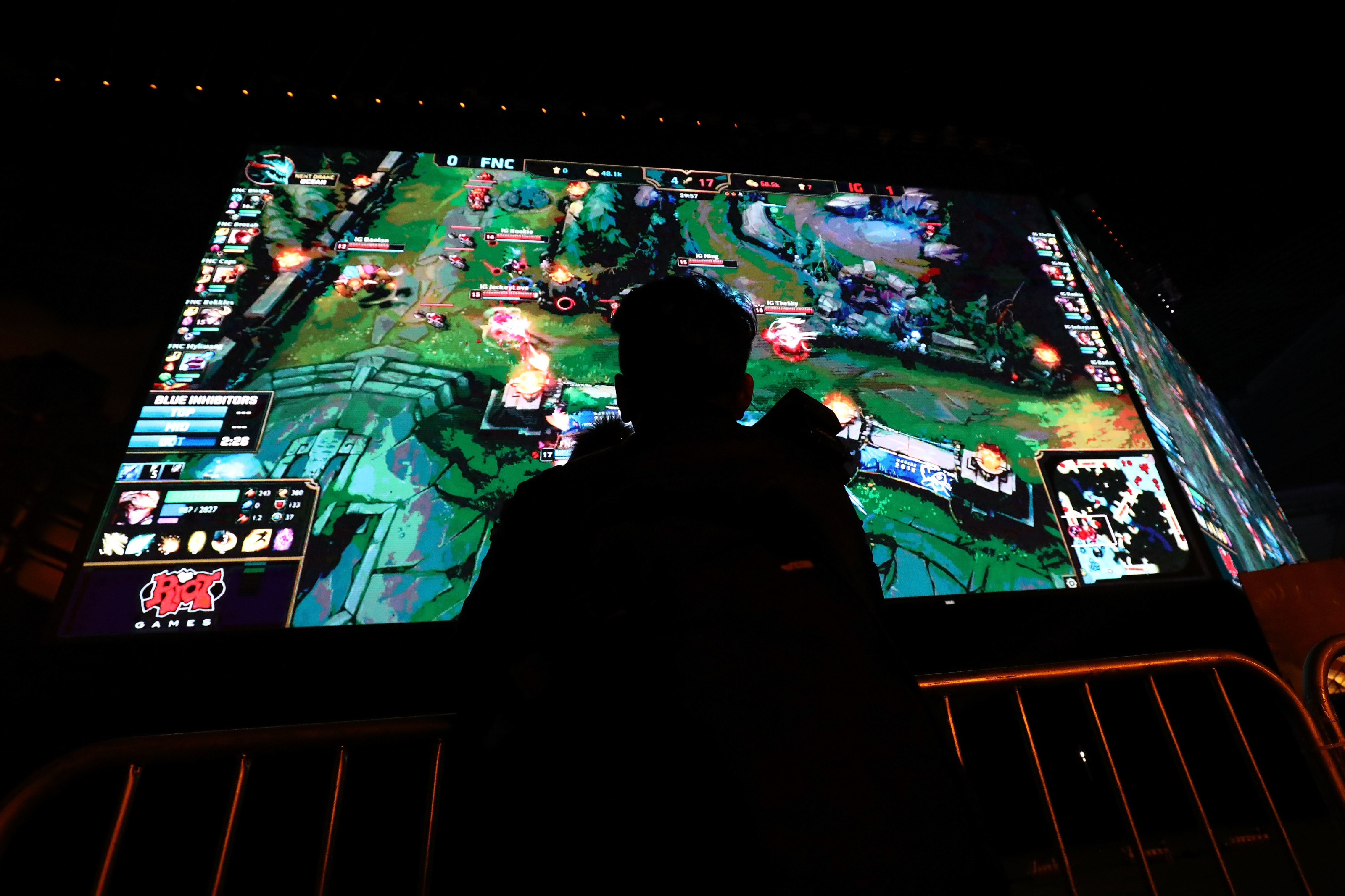 A Look At The Numbers Is League Of Legends A Dying Game